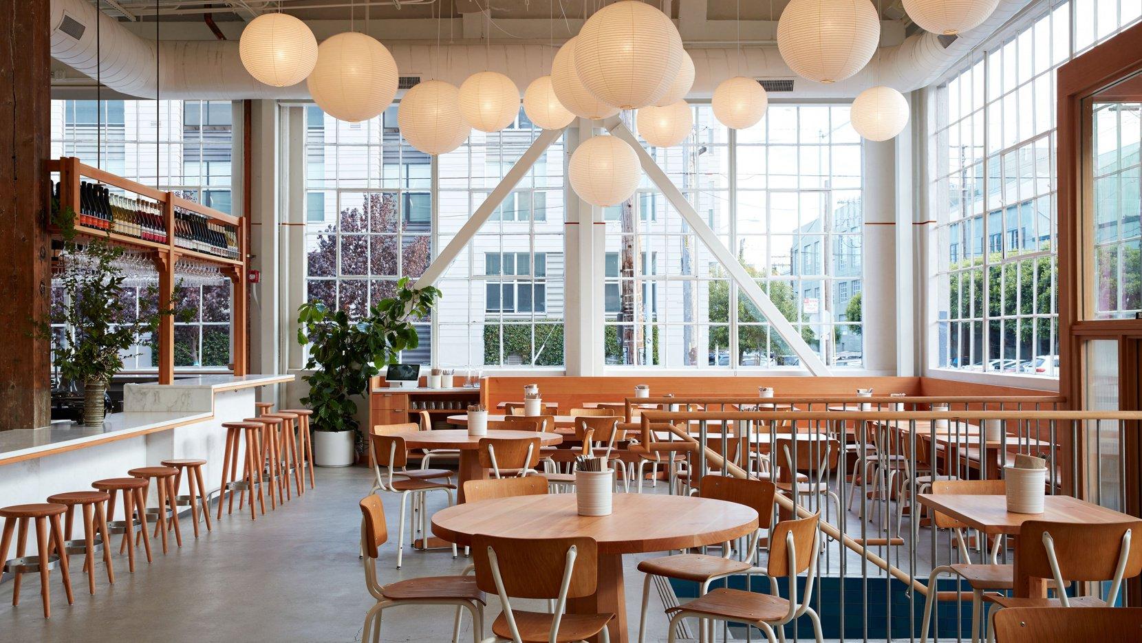 面包工坊主题西餐厅就餐区设计